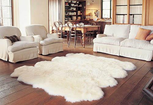 Thảm lông cừu là loại thảm rất dễ hỏng nếu không được giặt đúng cách