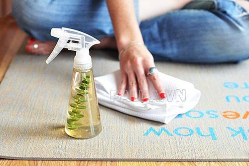Cách giặt thảm tập yoga bằng dung dịch tẩy rửa tự chế