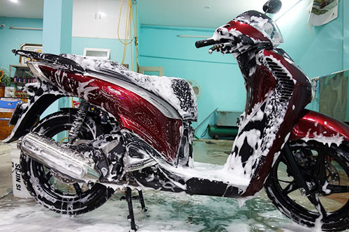 Rửa xe máy bằng loại xà bông nào tốt nhất