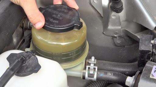 Vị trí bình chứa dầu trợ lực trên ô tô