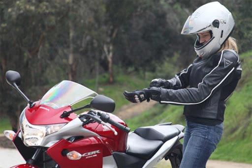 Đồ bảo hộ là phụ kiện rất quan trọng khi đi xe côn tay