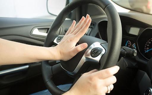 Kiểm tra các bộ phận điều khiển trên ô tô