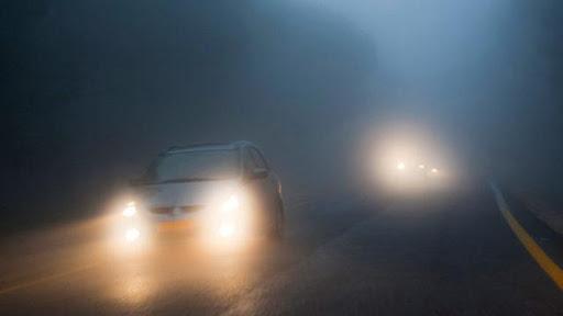 Sử dụng đèn chiếu gần khi đi đường nhiều sương mù