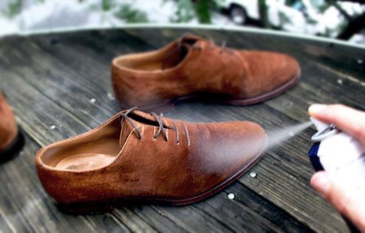 Xịt dưỡng giúp đôi giày da lộn luôn bền - đẹp