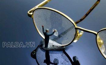 Làm sạch keo trên kính giữ cho mắt kính không bị hỏng