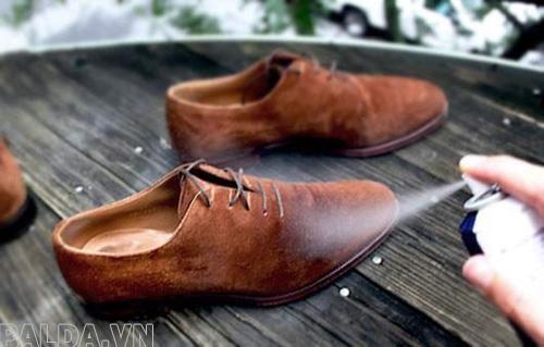 giày da nên dùng những biện pháp gì để vệ sinh