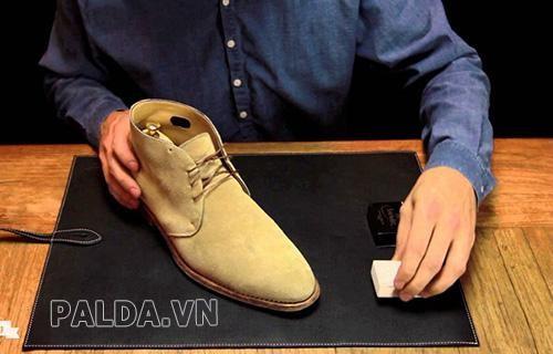 Giày được làm từ chất liệu da luôn được người dùng ưu ái