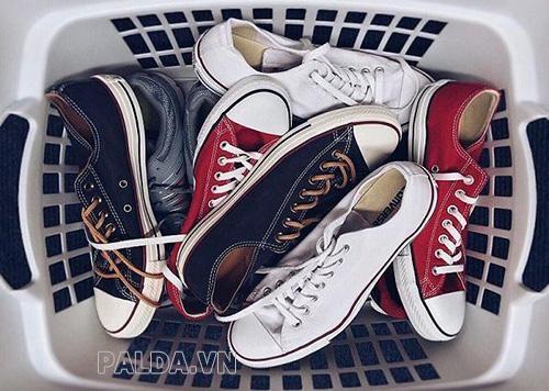 giày thể thao là một phần không thể thiếu của nhiều người