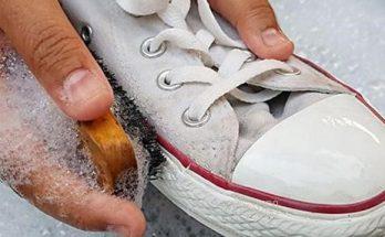 Giặt giày với xà phòng sẽ sạch hết các vết bẩn