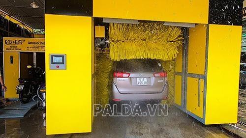 máy rửa xe ô tô tự động