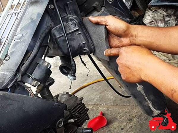 xe máy bị hụt ga