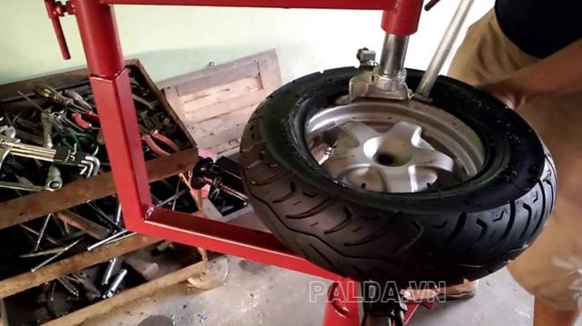 Băn khoăn nên hay không nên mua máy ra vào lốp tự chế?